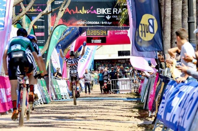 Becking wins the stage in a sprint; Fischer continues her lead